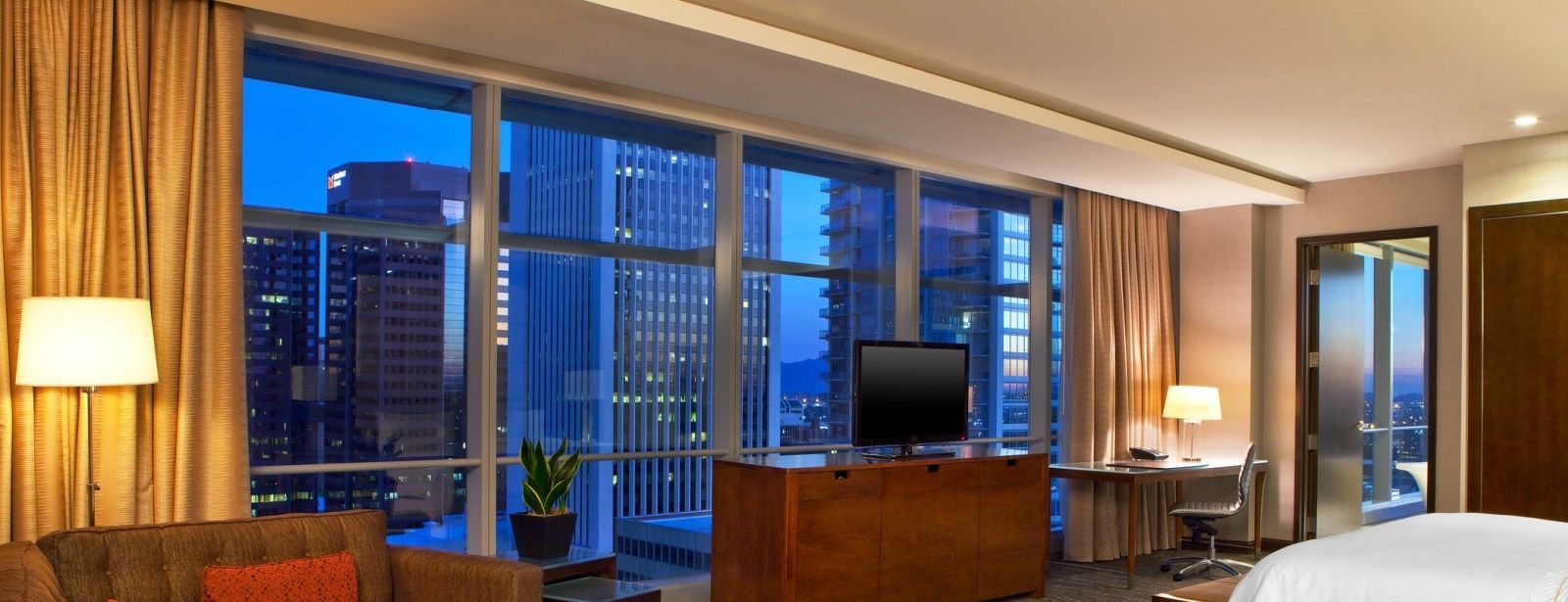 Corner Suite | The Westin Phoenix Downtown